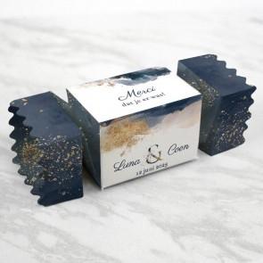 cadeau doosje met mini merci chocolade twist verpakking watercolour blue en gold