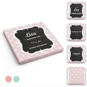 Chocolaatjes in Hoesje geboortebedankje Baby Square - Roze